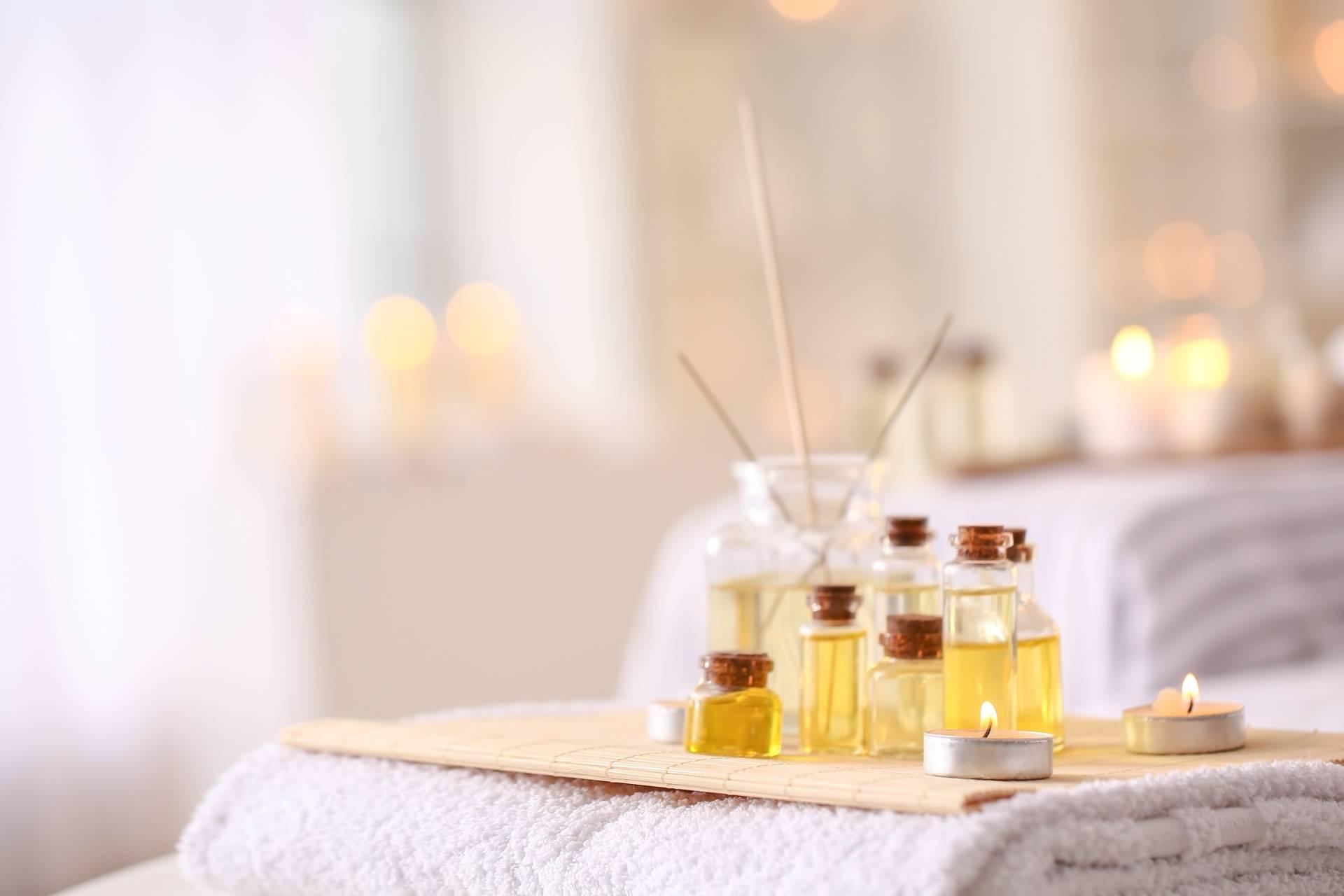 Rytuały ajurwedyjskie - natrzyj ciało olejem sezamowym.