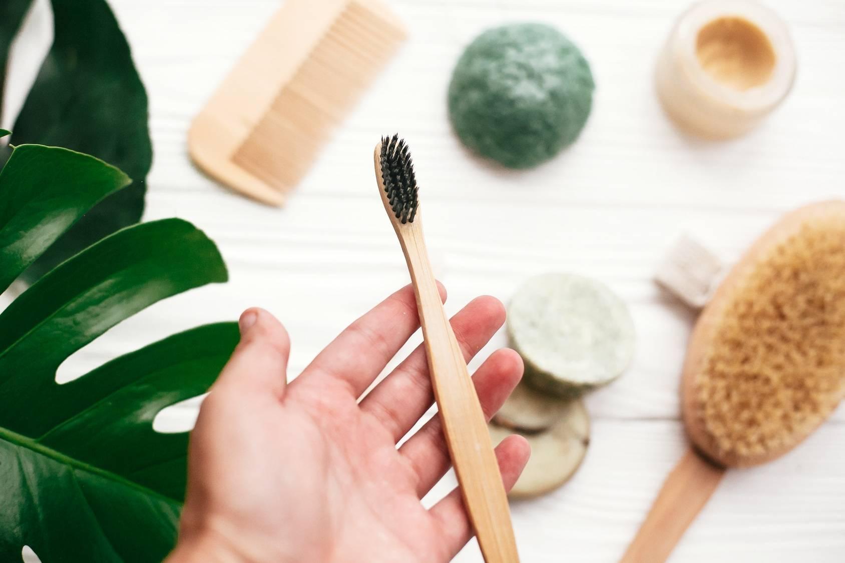 Bambusowa szczoteczka do zębów - alternatywa dla plastiku.