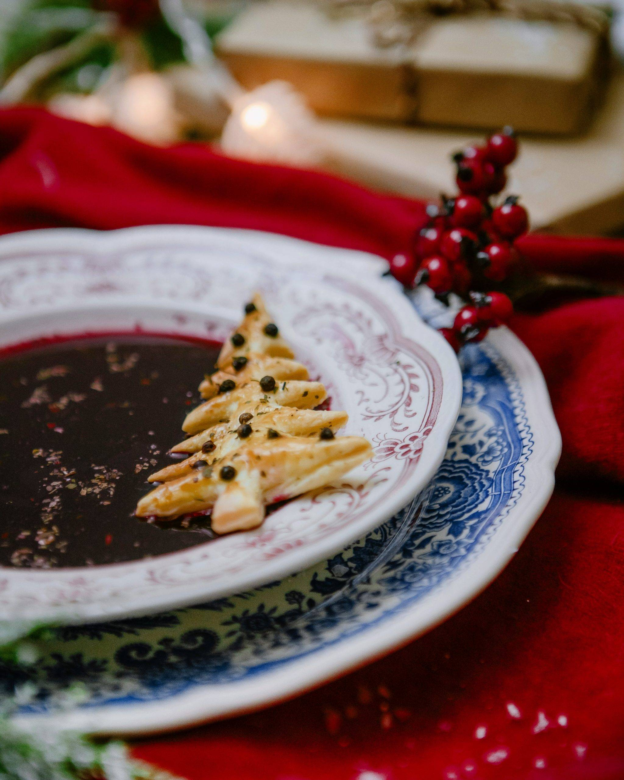 Świąteczny barszczyk z rodzynkami i żurawiną. Przepisy na Święta Bożego Narodzenia Agnieszki Żelazko.