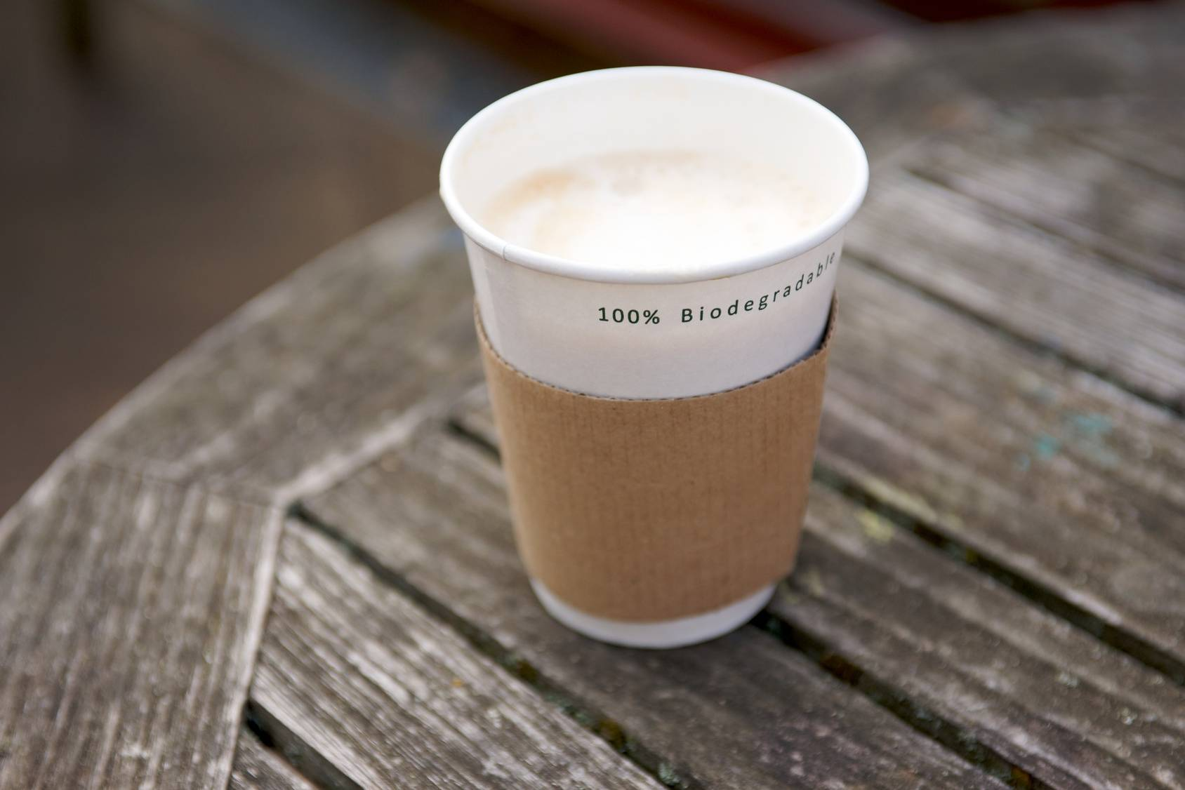 Biodegradowalny kubek na kawę - alternatywa dla plastiku.