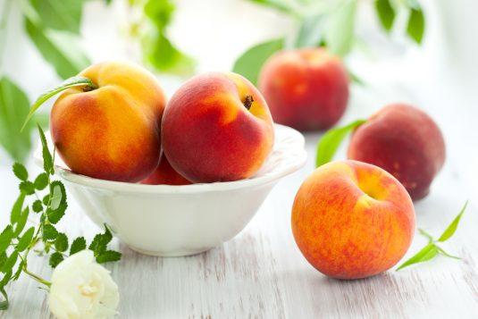 Brzoskwinie - idealne owoce na lato.