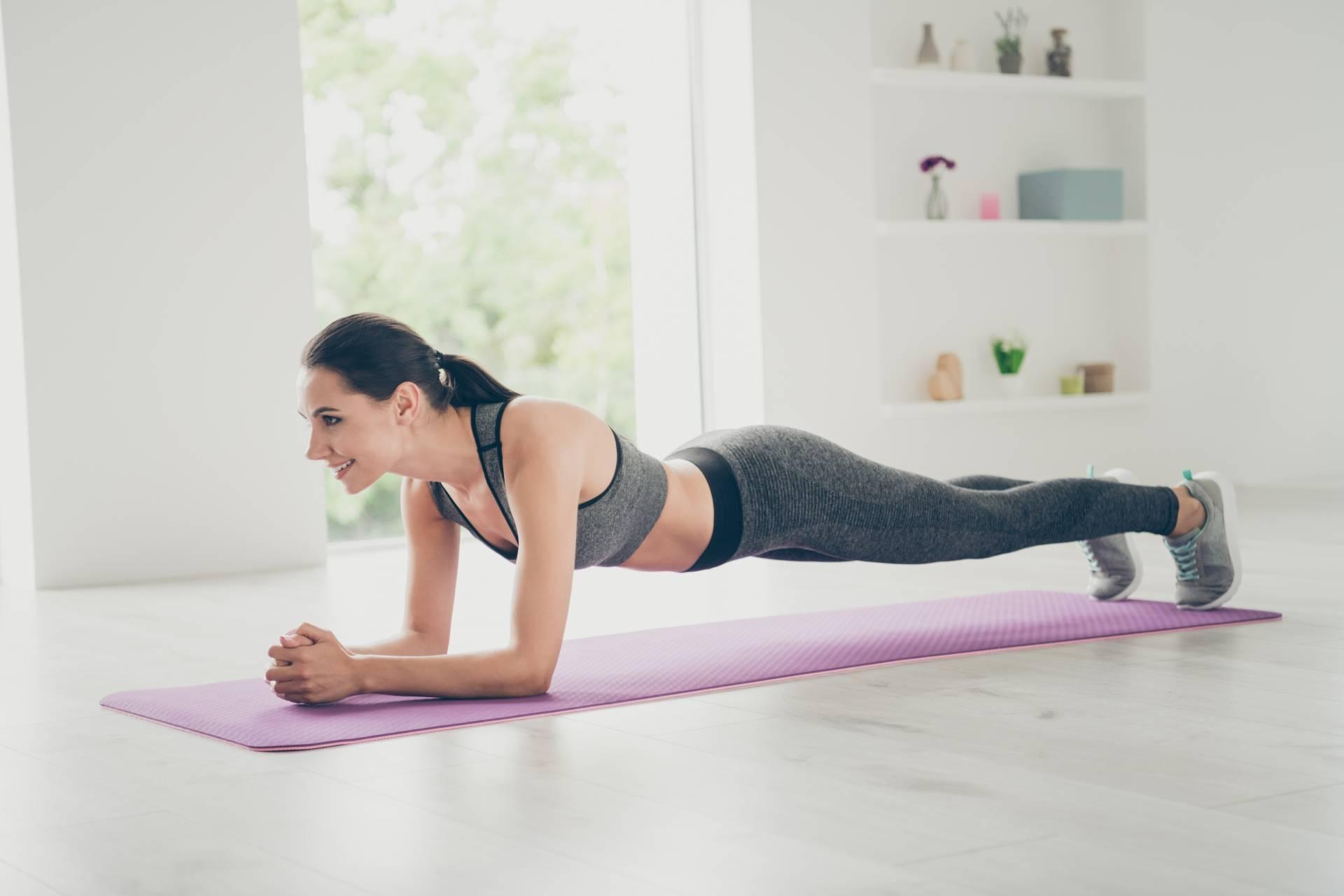 Ćwiczenia na kręgosłup i brzuch - jak wzmocnić mięśnie?