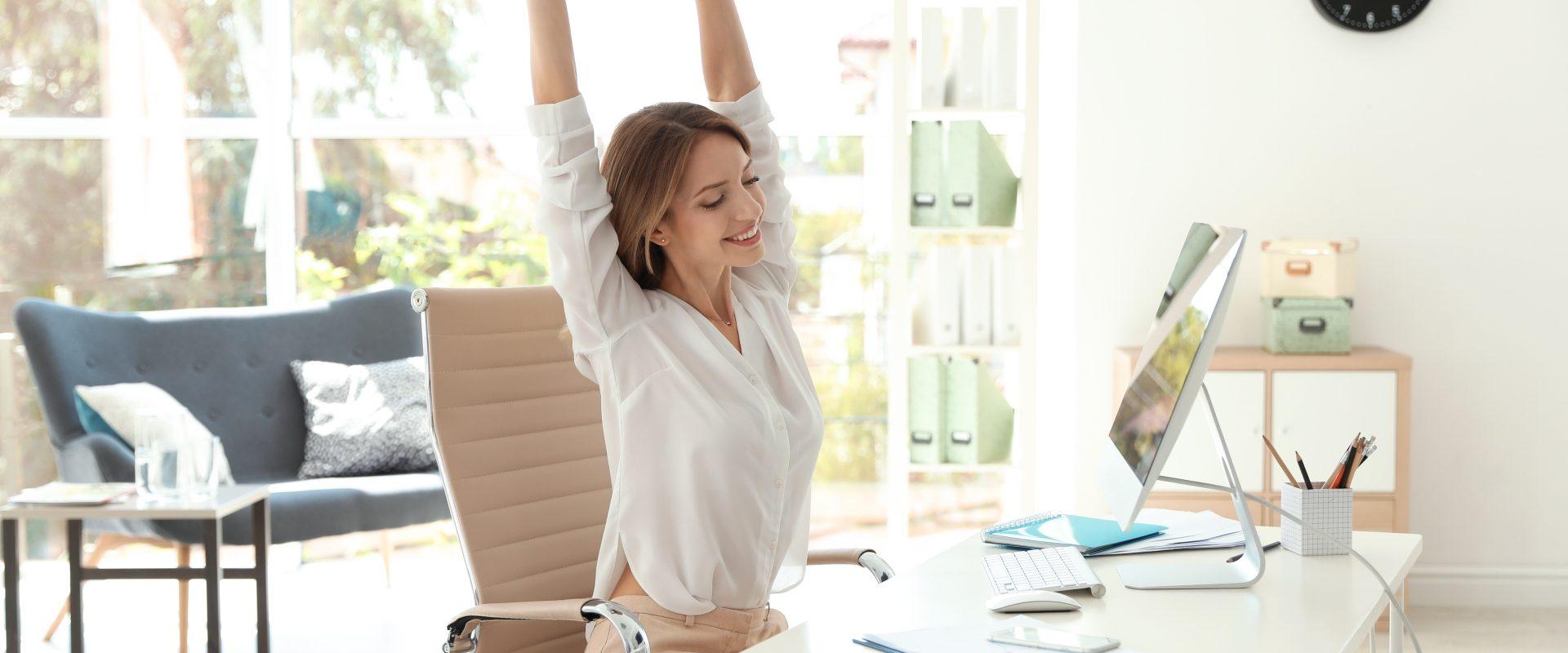 Ćwiczenia przy biurku - jak je wykonać?