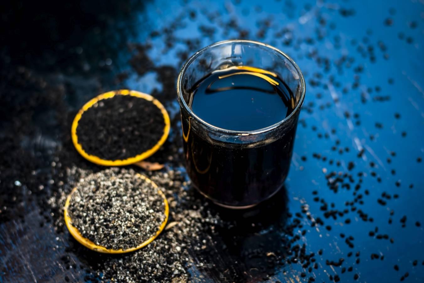 Czarnuszka jest stosowana w lecznictwie i w kuchni. Jak stosować nasiona czarnuszki, aby wydobyć z nich to, co najlepsze.
