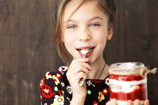 Przepisy na łatwe i zdrowe desery dla dzieci.