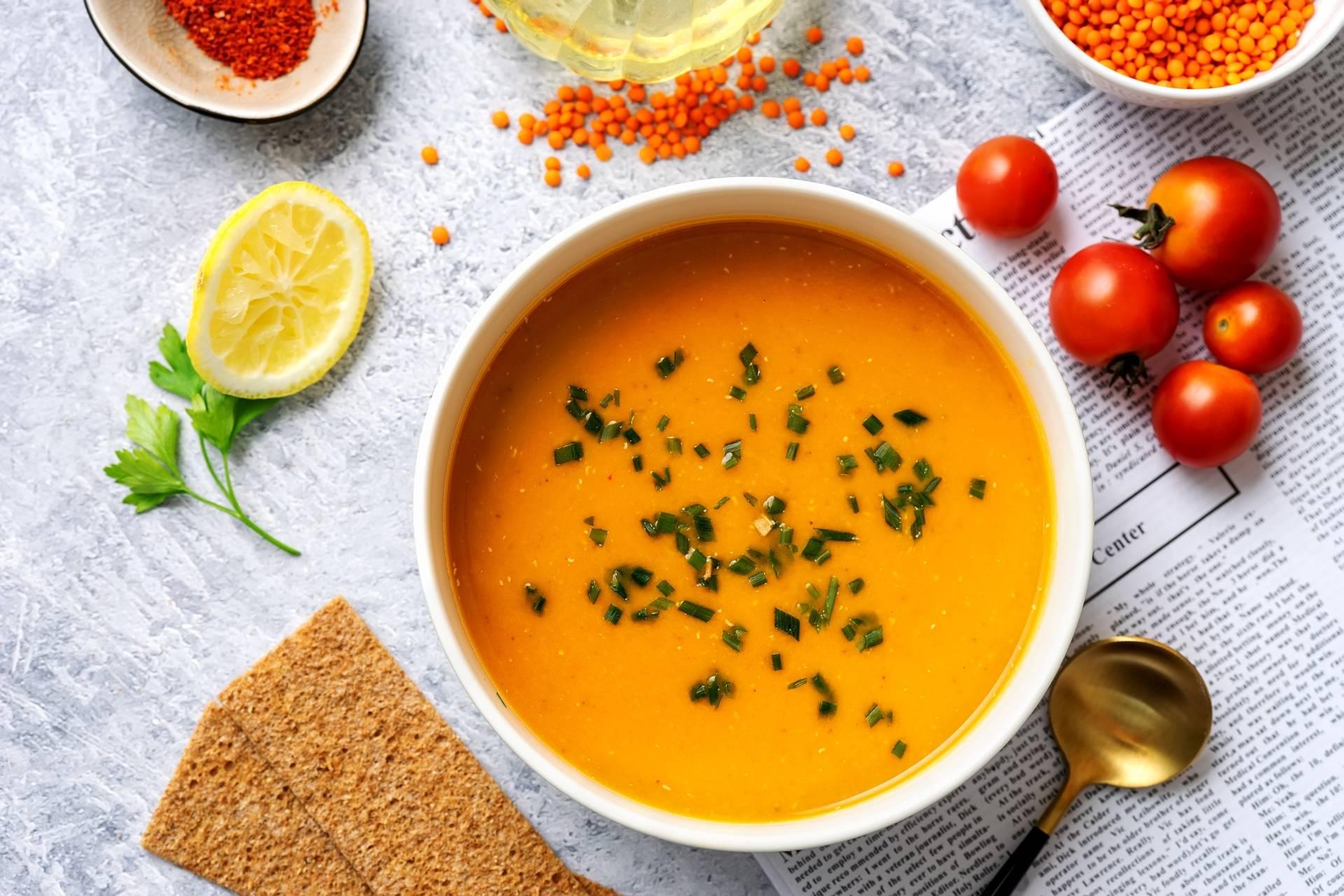 Dieta na stres - przepis na zupę pomidorową z soczewicą.