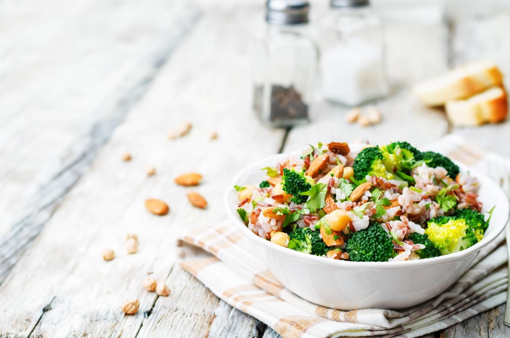 Dieta w ciąży - sałatka z brokułami.