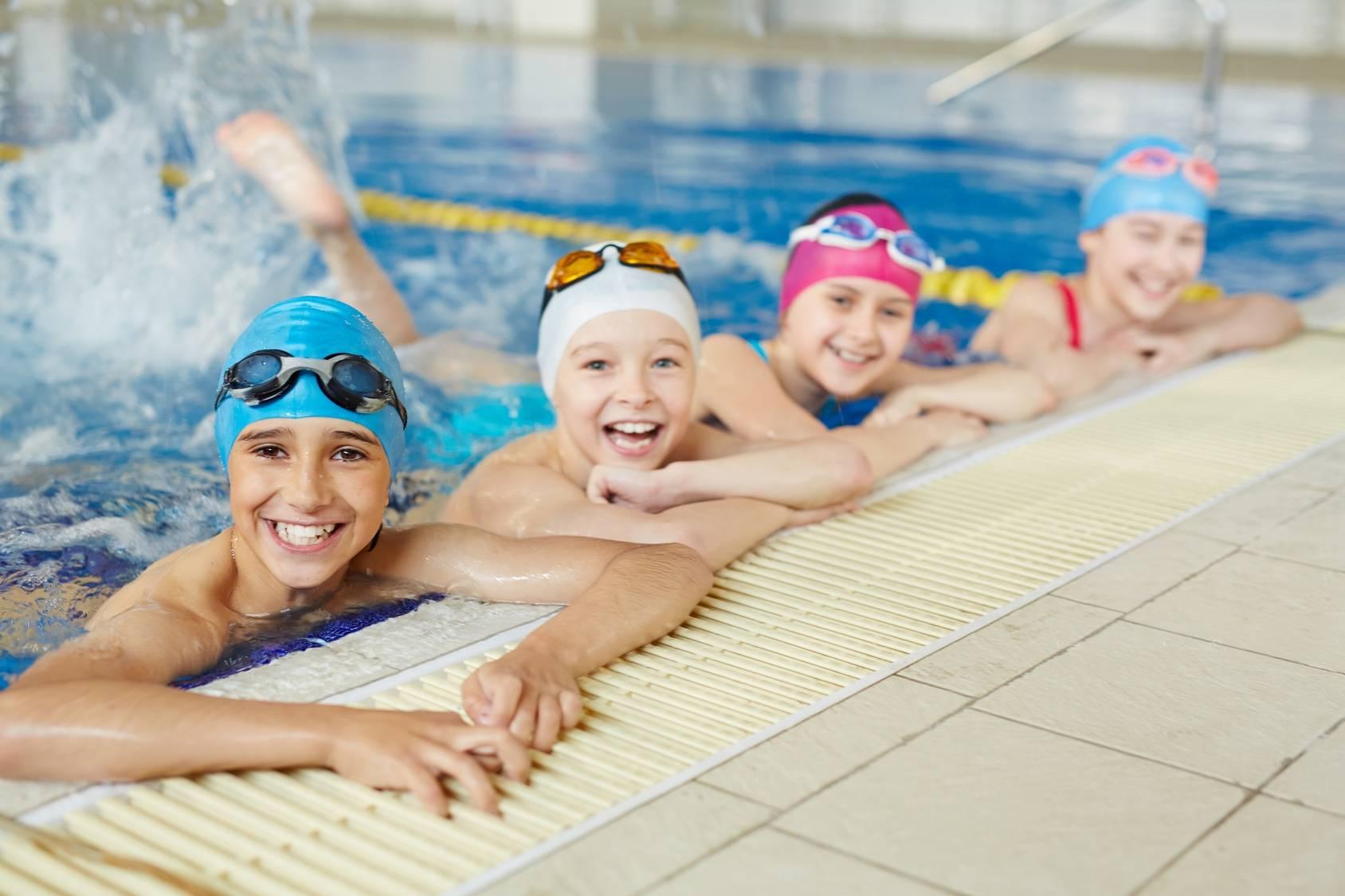 Dzieci w basenie - jadłospis dla małego sportowca. Dieta dla aktywnego dziecka - jak ją ułożyć?