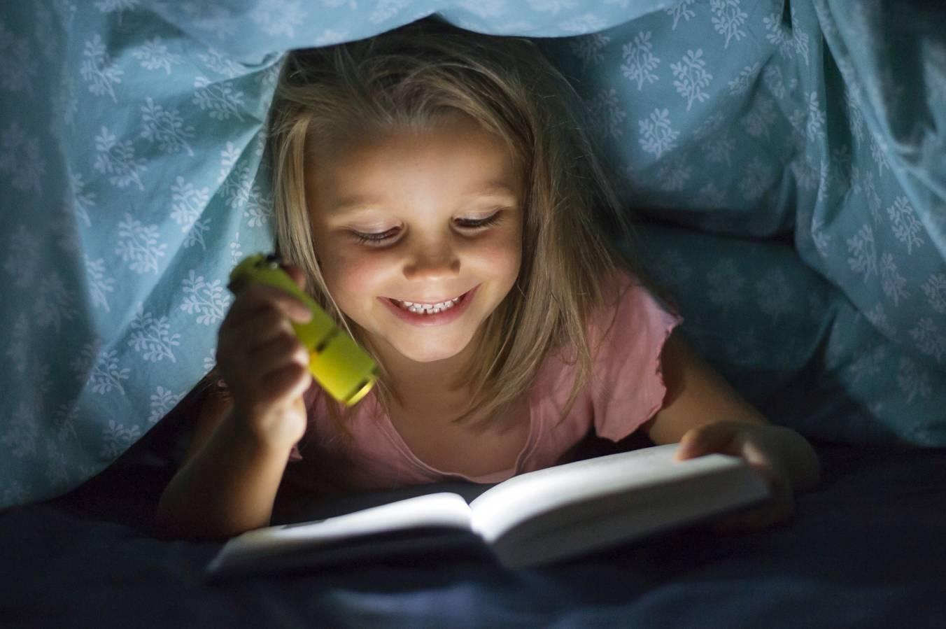 Jak dbać o wzrok dzieci? Jakie objawy są niepokojące?