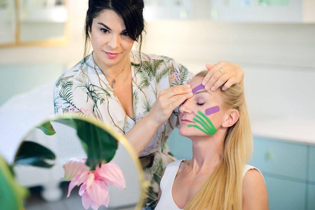Aneta Hregorowicz-Gorlo wykonuje terapię manualną twarzy. Na czym polega facemodeling?