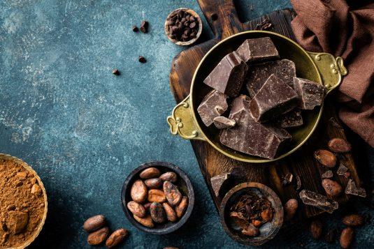 5 powodów, dla których warto jeść gorzką czekaladę