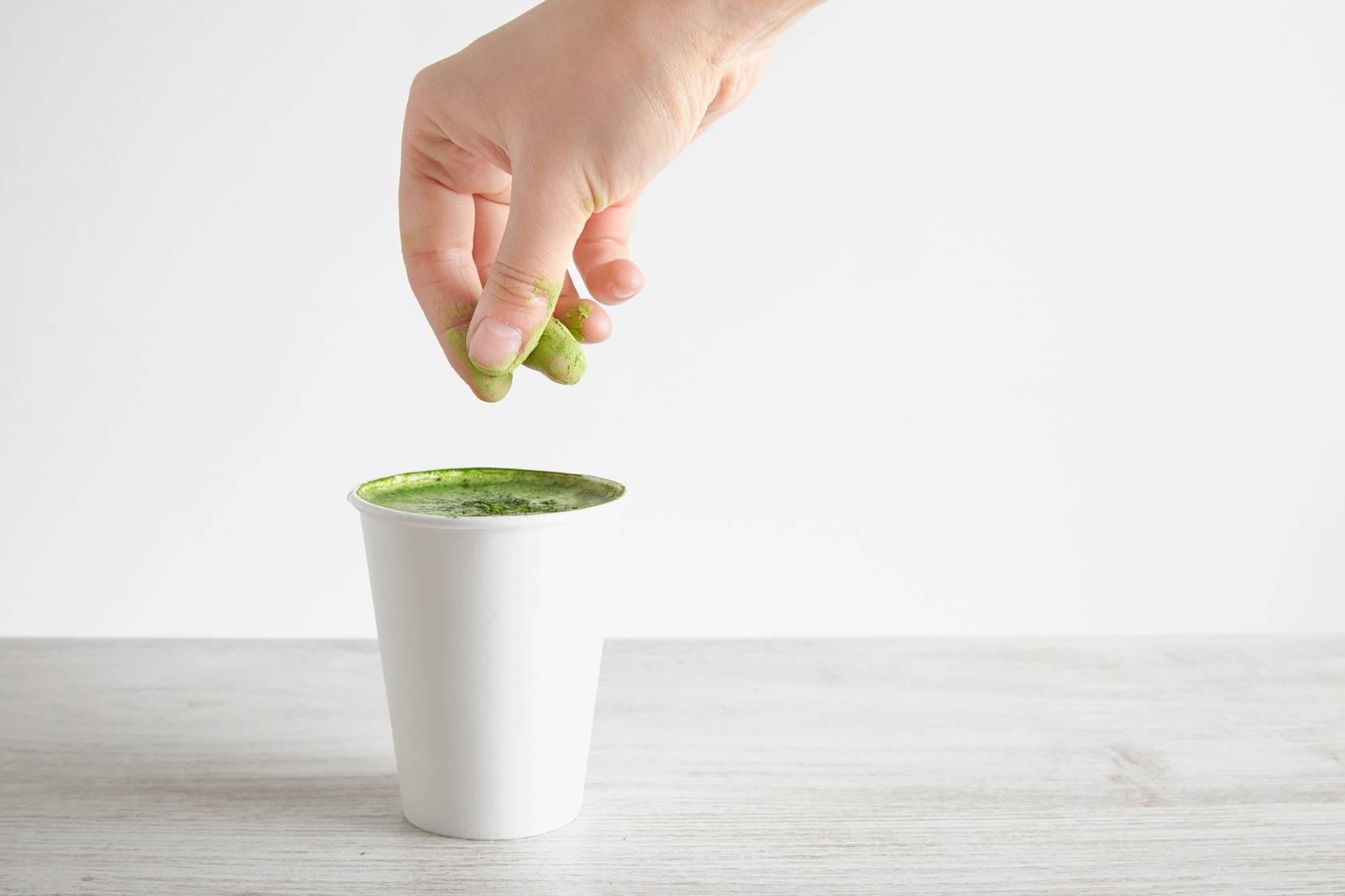 Napój z matchy. Zielona herbata matcha.