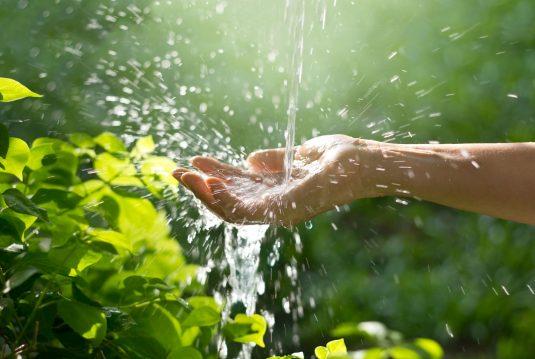 Hydroterapia, czyli leczenie wodą.