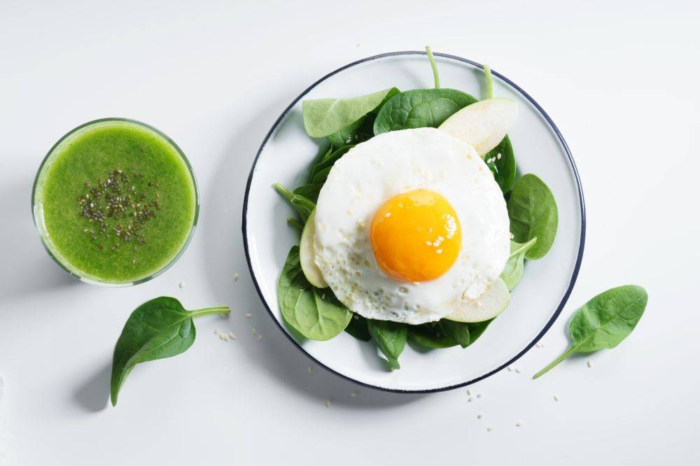 ideal o poranku jajko i zielony koktajl