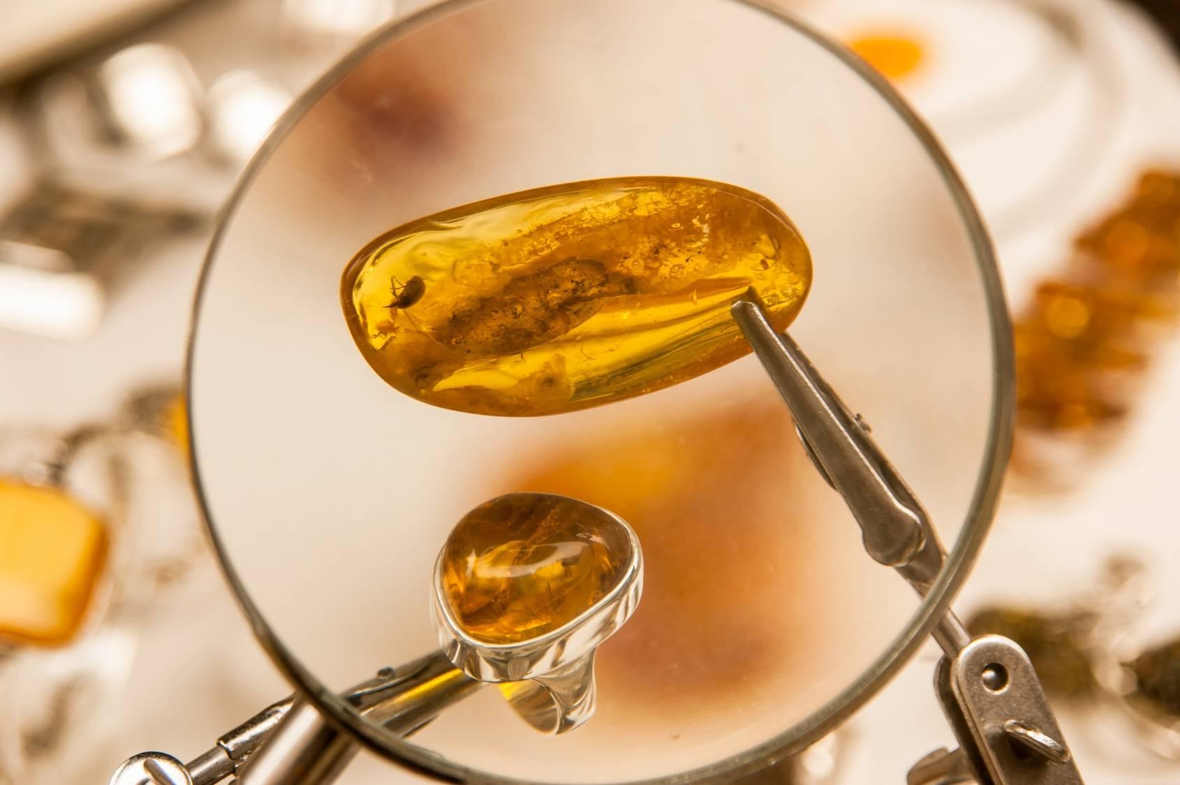 Bursztyn - właściwości lecznicze. Jak rozpoznać bursztyn?