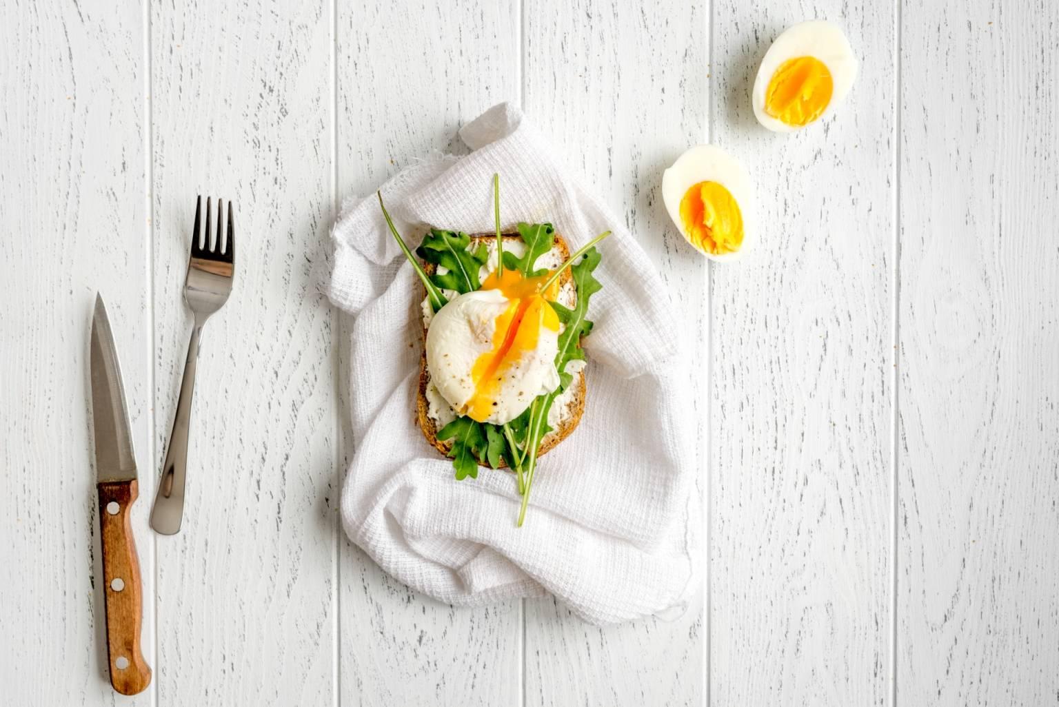 Przepis na jajka po benedyktyńsku - dieta lekkostrawna.