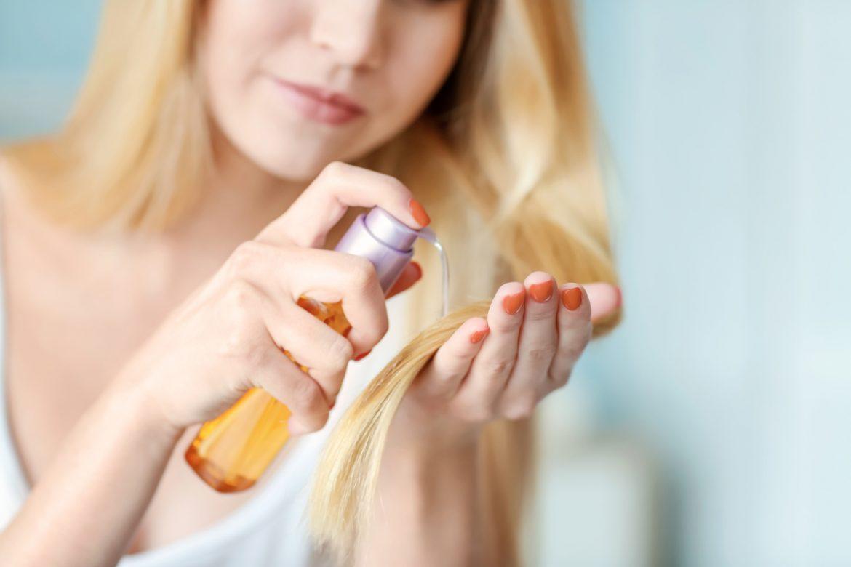 Na czym polega olejowanie włosów? Jak dobrać olejek do rodzaju włosów i jak go stosować?