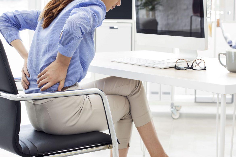 Jak poradzić sobie z bólem pleców? Zadbaj o odpowiednie nawodnienie dysków.
