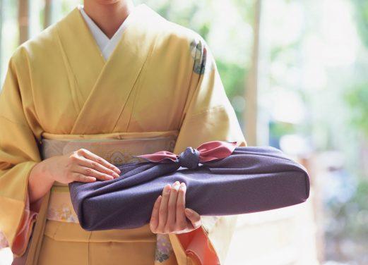 Furoshiki - japońska sztuka pakowania prezentów.