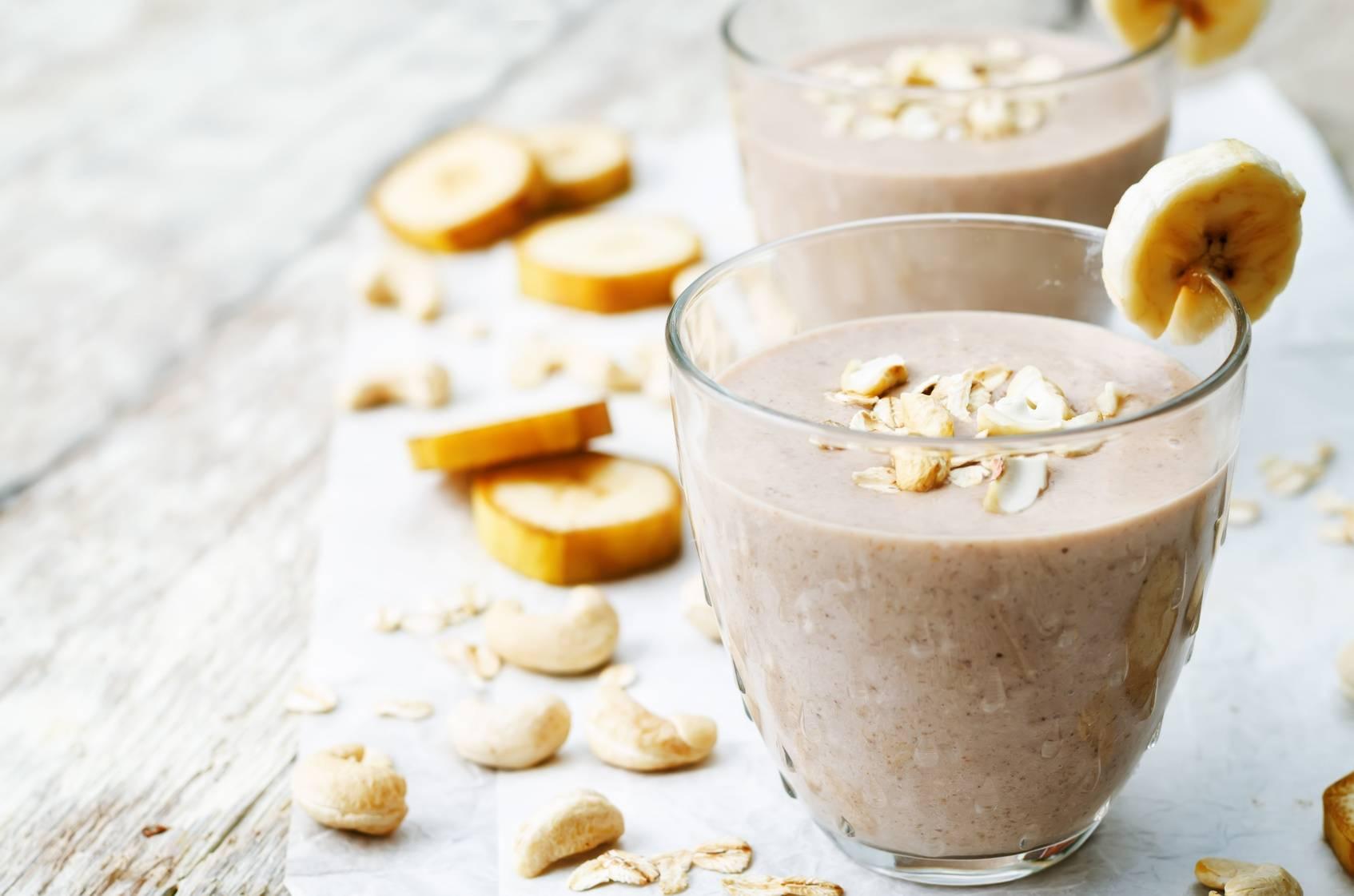 Dieta w ciąży - koktajl z bananem, kakao i fasolą.