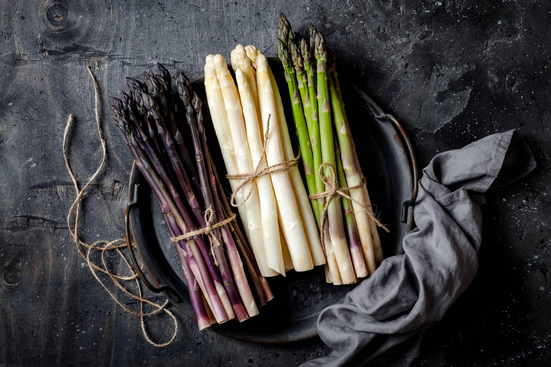 Szparagi zielone, białe i fioletowe - które najlepsze?