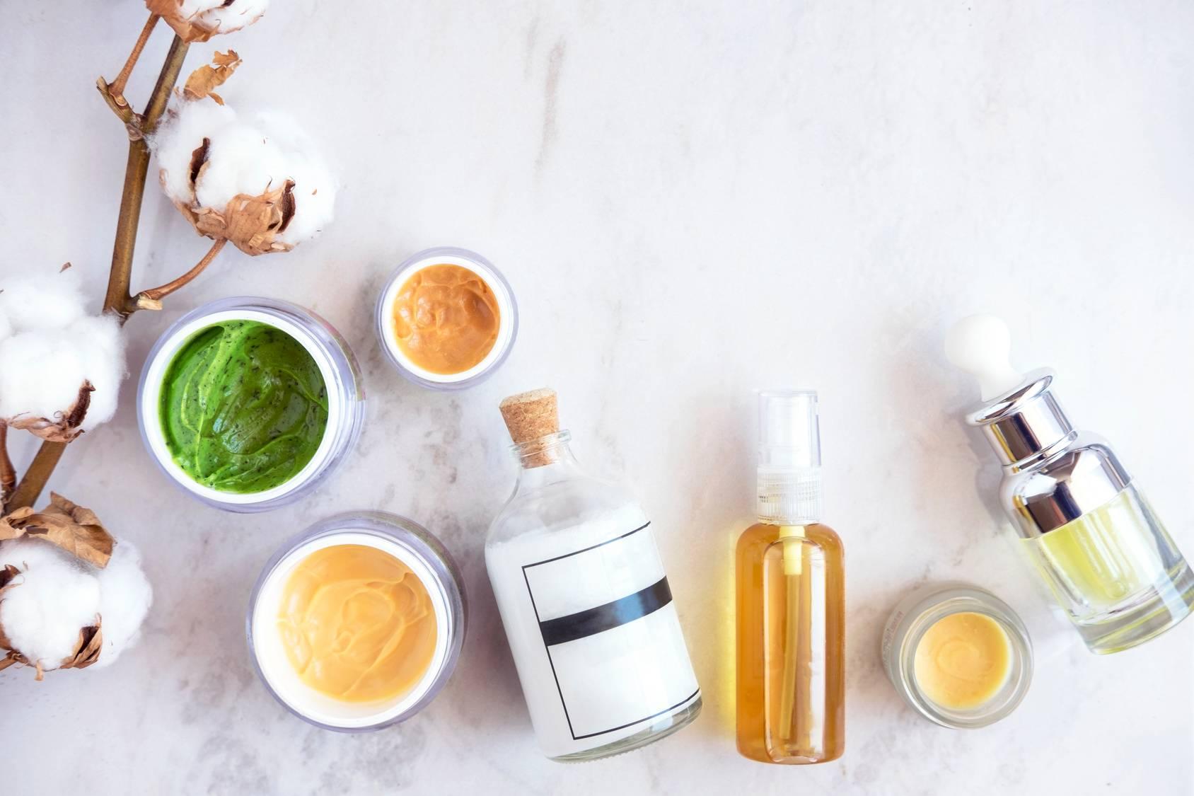 Kosmetyki anti-aging, przeciw starzeniu się, kremy przeciwsmogowe.