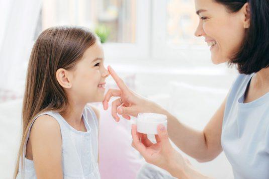 Jak wybrać bezpieczne kosmetyki dla dzieci?