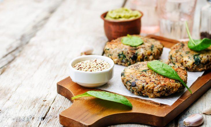 Sprawdź przepisy na dania wegańskie np. kotlet wegański do burgera.