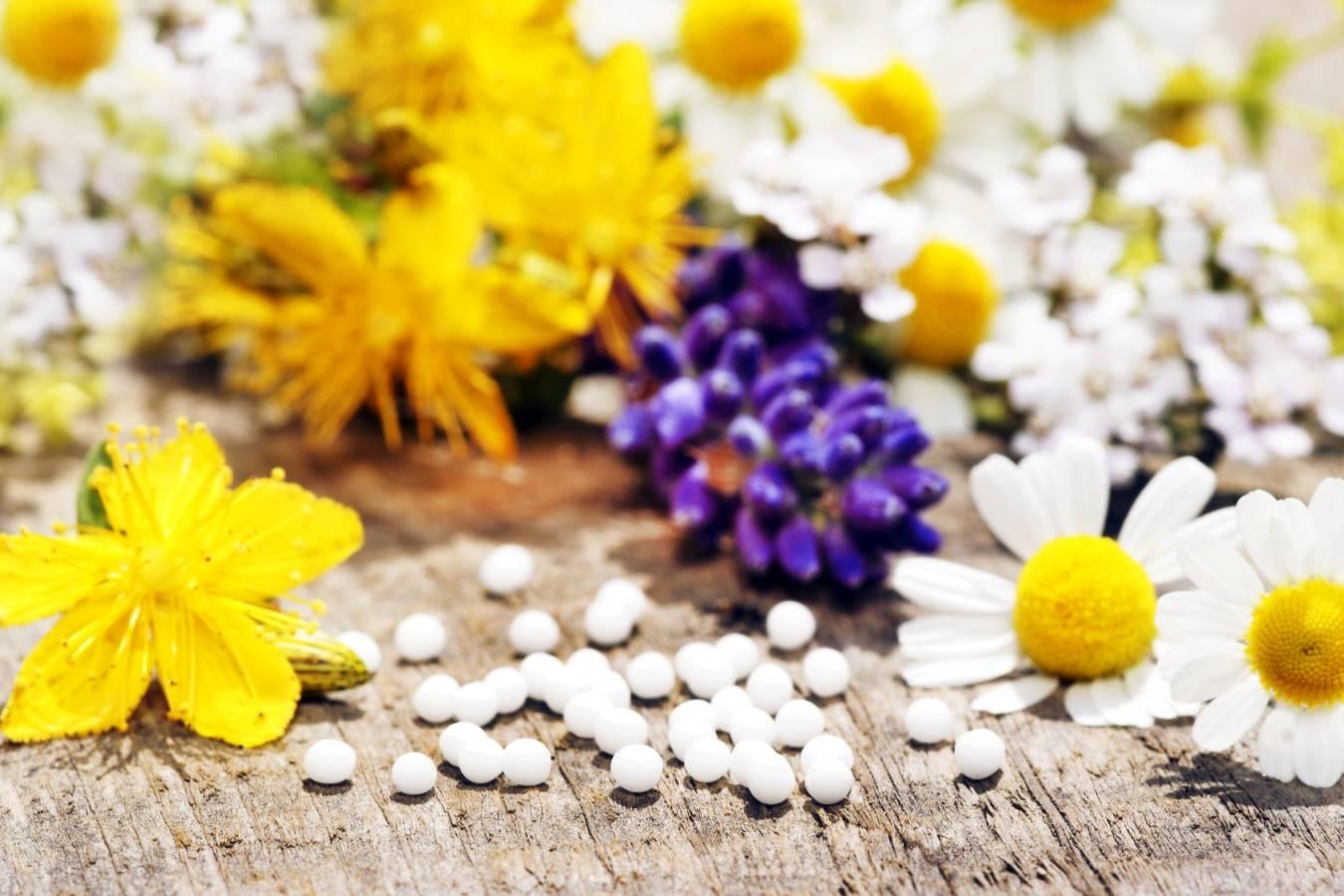 Lek homeopatyczny Arsenicum album na ból żołądka.