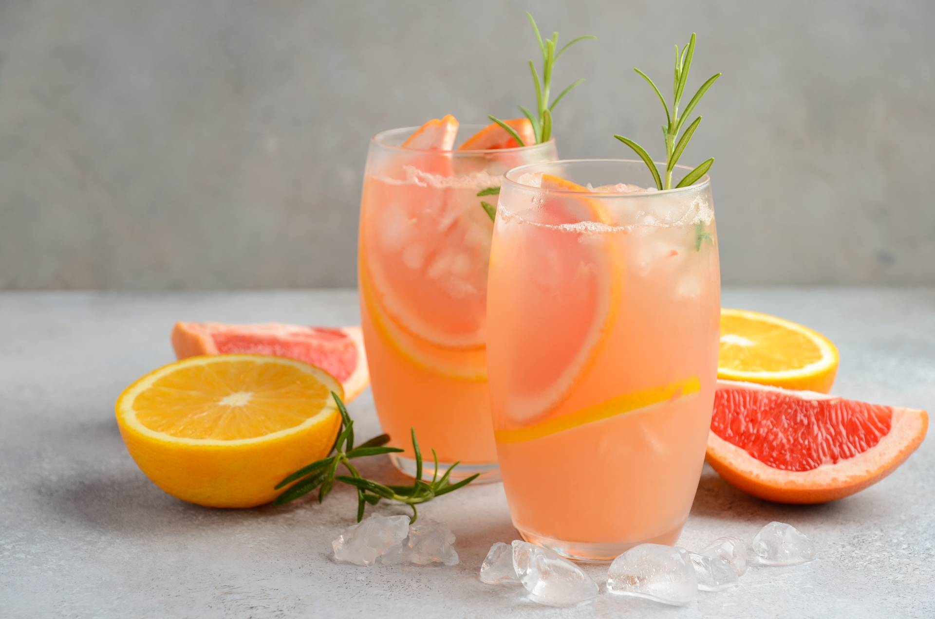 Lemoniada pomarańczowa z rozmarynem. Przepis Katarzyny Błażejewskiej-Stuhr.