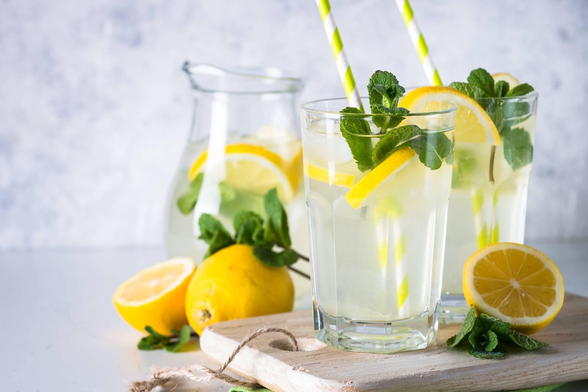 Przepis na lemoniadę cytrynowo-miętową od Katarzyny Błażejewskiej-Stuhr.