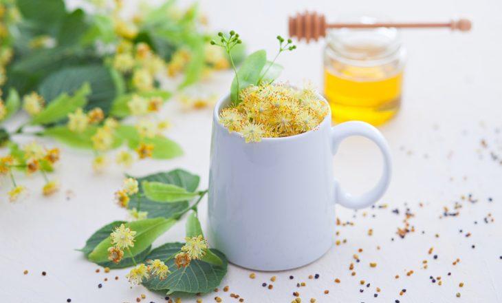 Jak szybko pozbyć się przeziębienia? Herbata z lipy na rozgrzanie.
