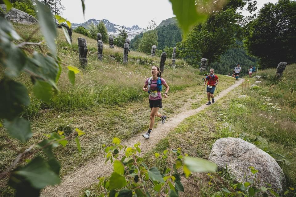 Maraton du Mont Blanc - uczestnicy na trasie.
