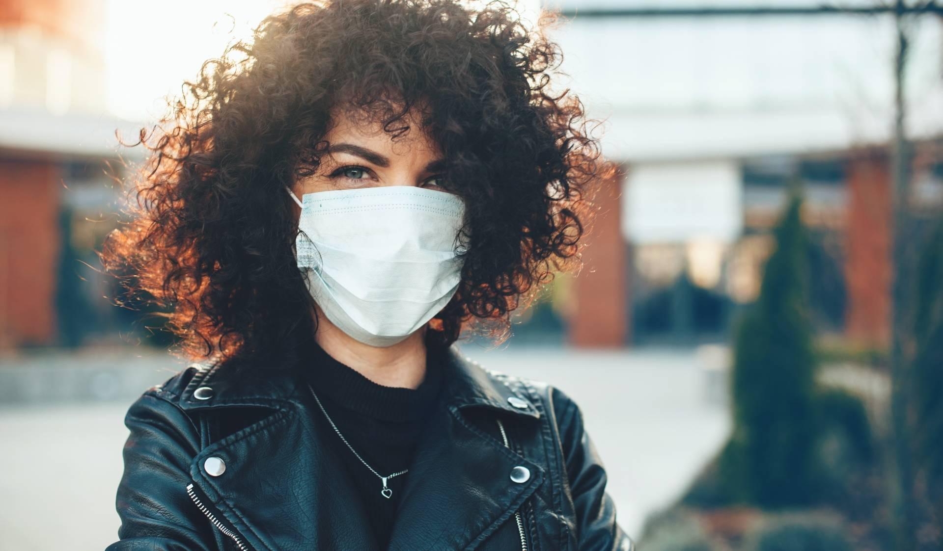 Maseczki przeciwwirusowe - jak je prawidłowo nosić, zakładać i zdejmować?
