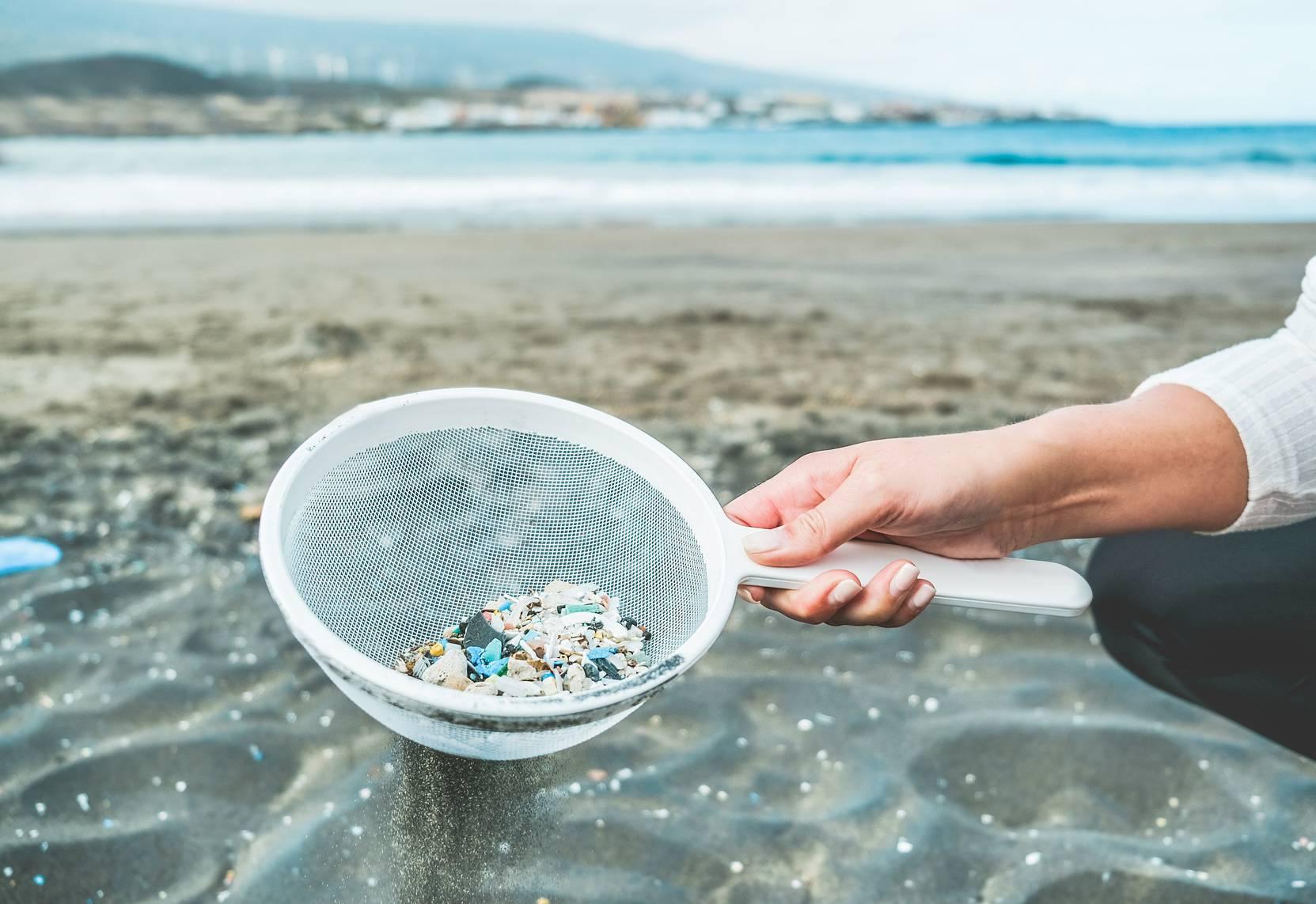 Mikroplastik w oceanach - czy jest szkodliwy?