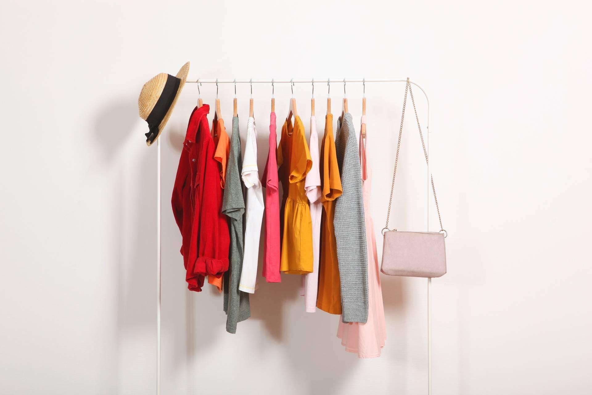 Minimalizm w szafie - jak go osiągnąć i od czego zacząć?