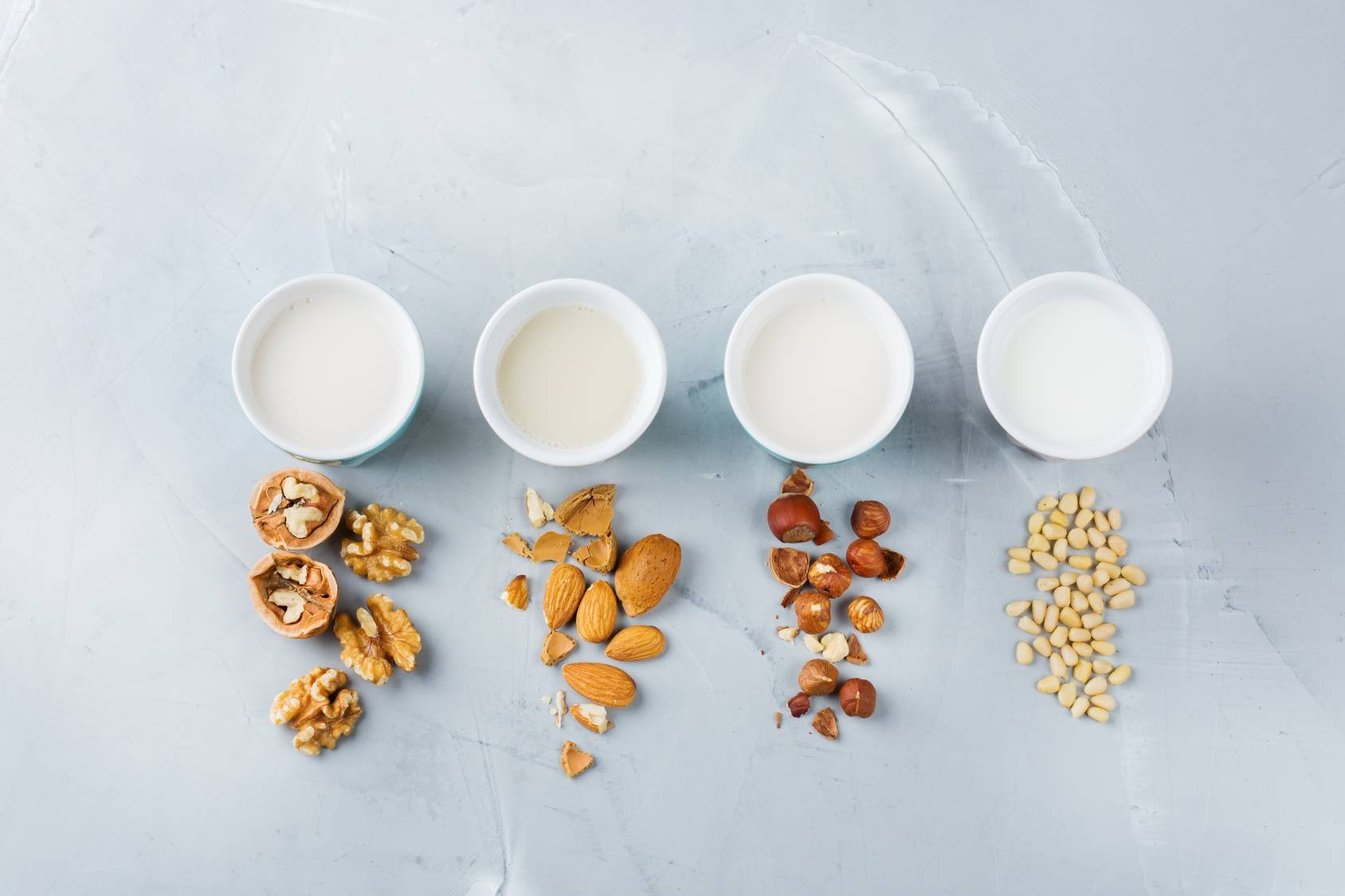Mleko roślinne wegańskie - z orzechów.