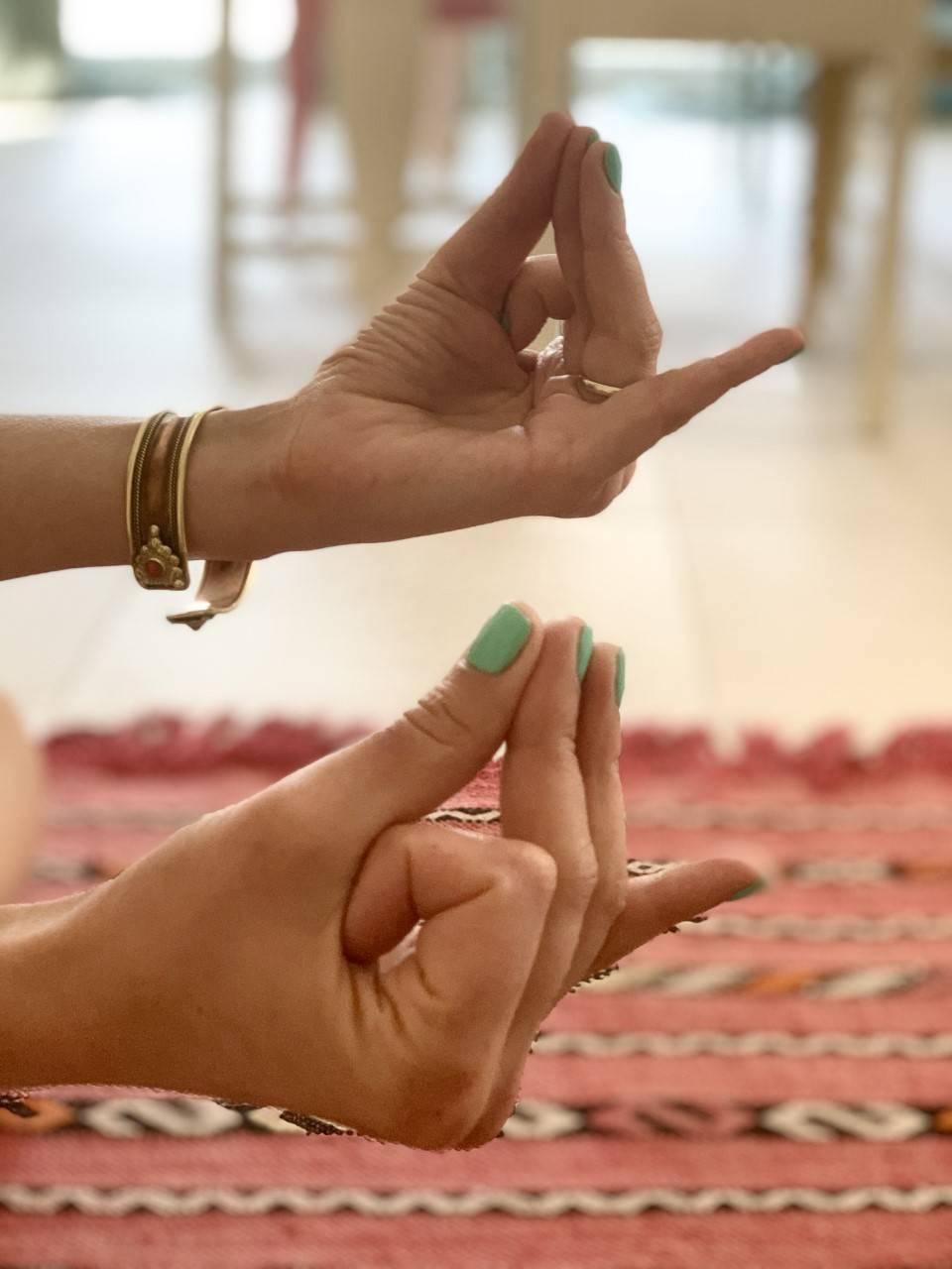 Hridaya mudra - jak ją wykonać?
