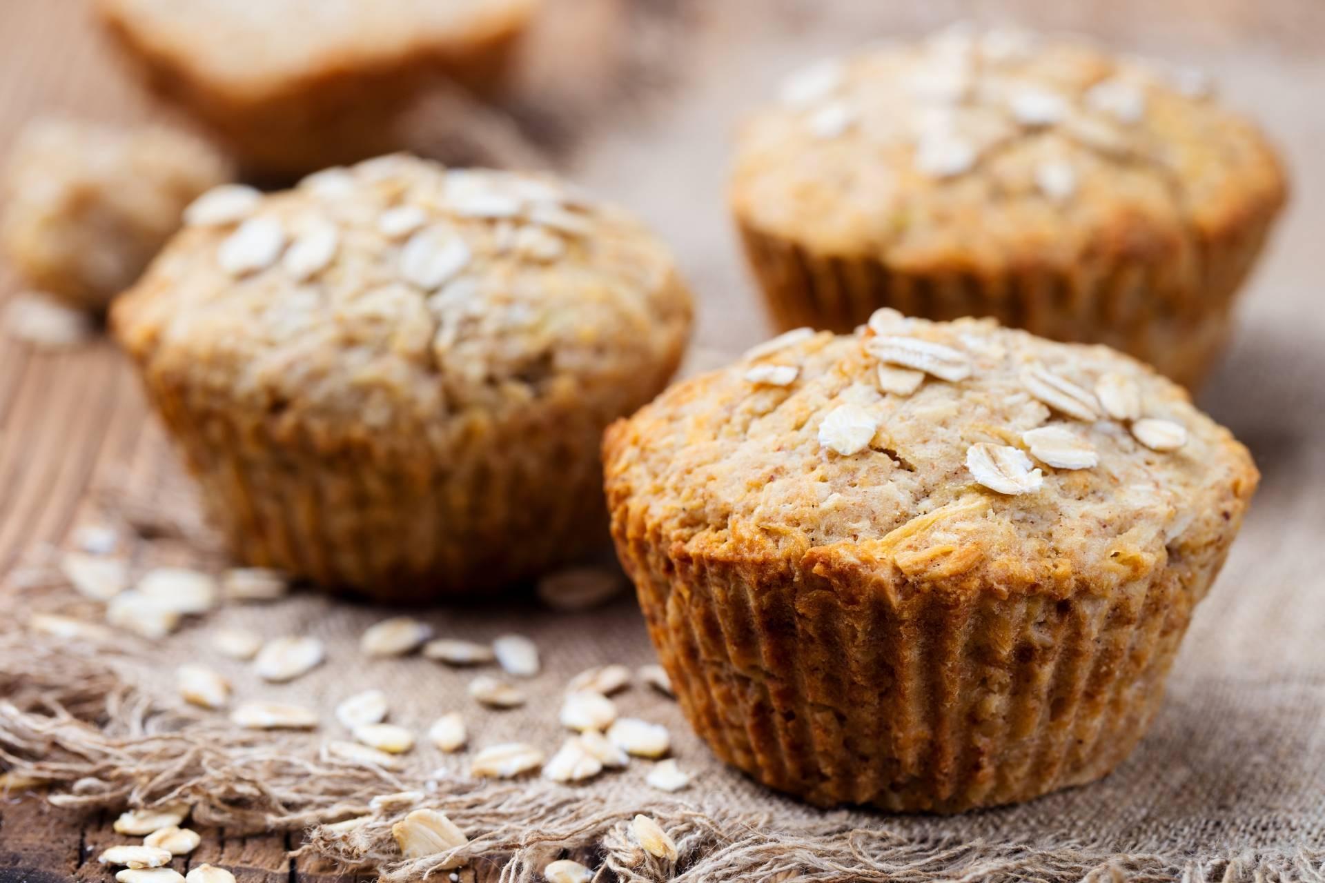 Najlepsze produkty z owsa: mąka owsiana i muffinki owsiane.