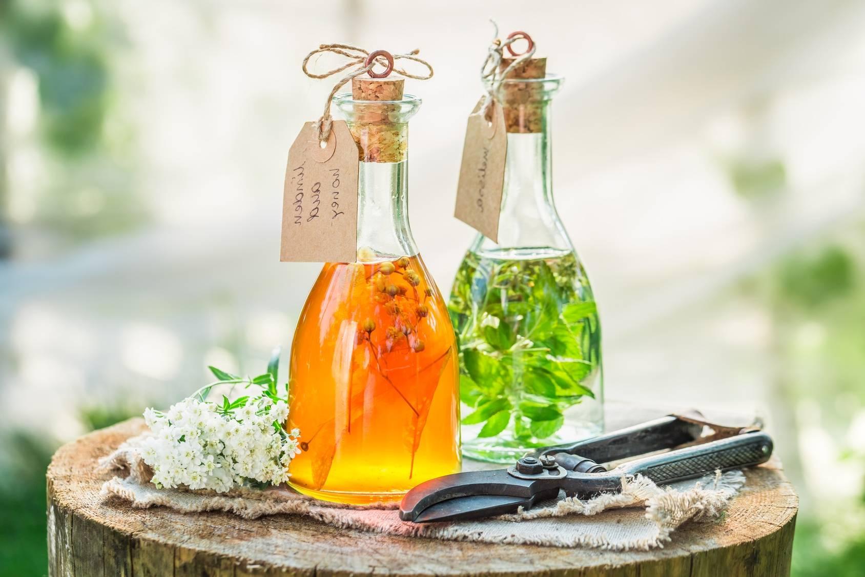 Nalewki lecznicze i syropy - naturalne antybiotyki z roślin.