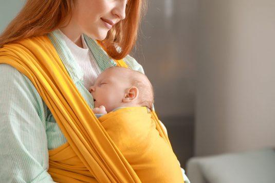 Chustonoszenie - jak nosić niemowlę w chuście?