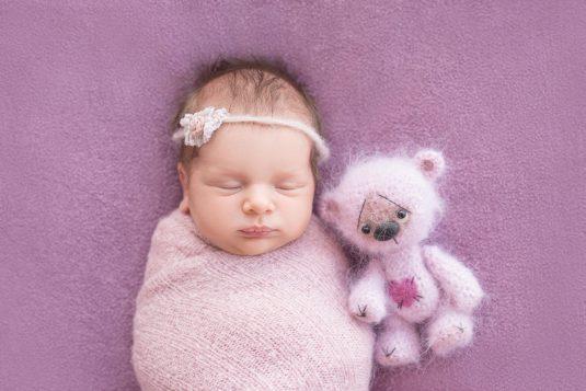 Czy maskotki emitujące biały szum są bezpieczne dla noworodków?