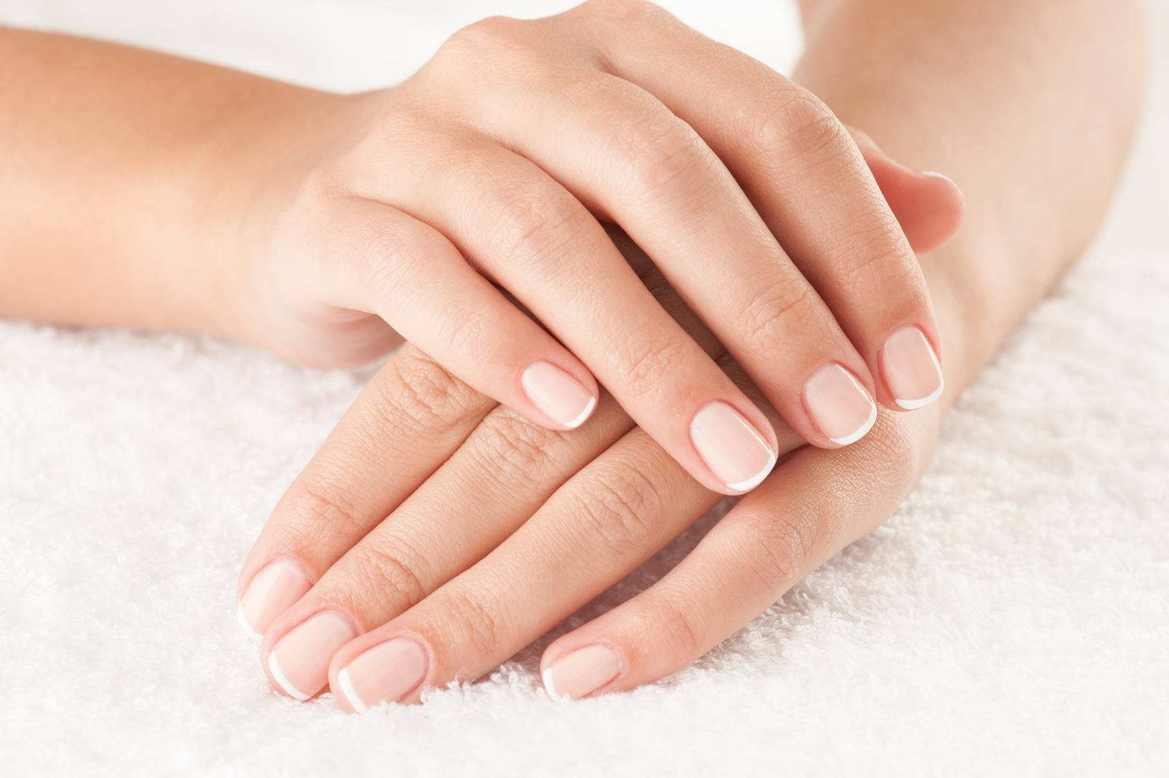 ffebb03dd27f98 Jak powinny wyglądać zdrowe paznokcie? O czym świadczy wygląd paznokci?