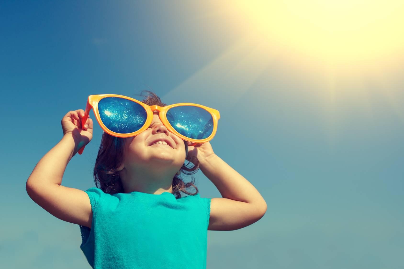 Ochrona przed słońcem - okulary przeciwsłoneczne z filtrami dla dzieci.
