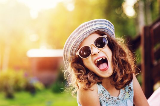 Okulary przeciwsłoneczne dla dzieci - jakie wybrać?