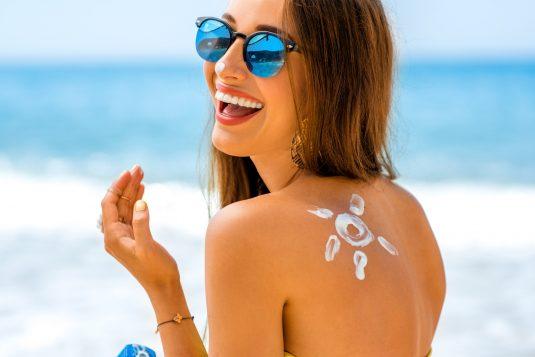 Oznaczenia na kremach przeciwsłonecznych - jak je rozszyfrować?