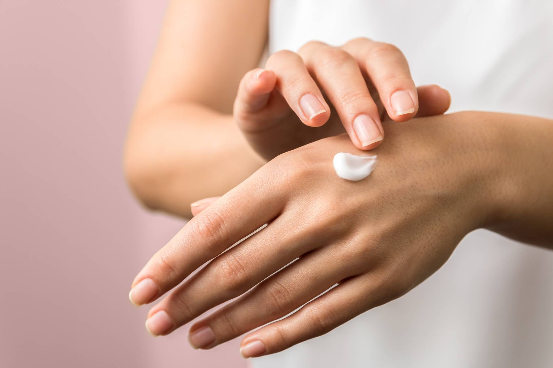 Pielęgnacja dłoni - jak dbać o przesuszone dłonie?