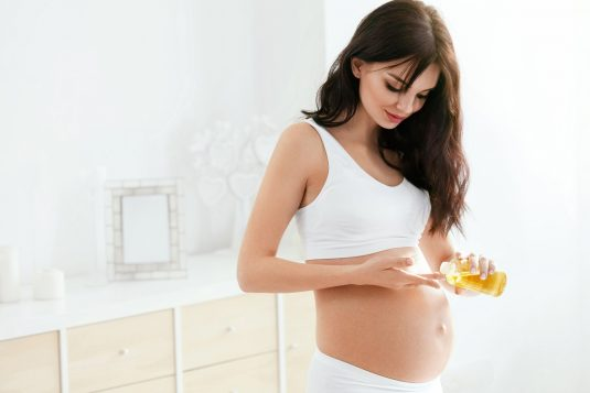 Jakim olejkiem pielęgnować ciało w ciąży?