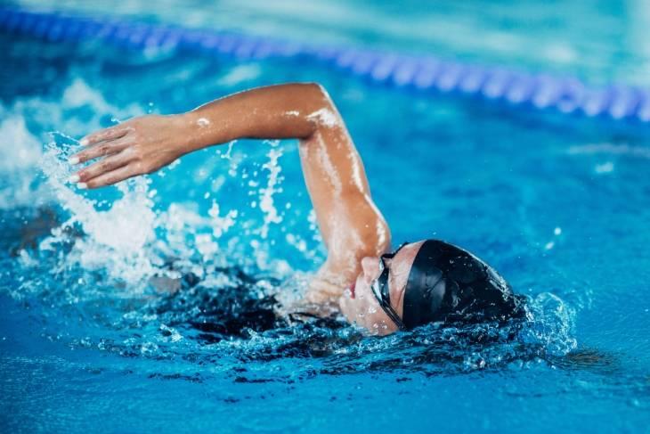 Pływanie to trening cardio.