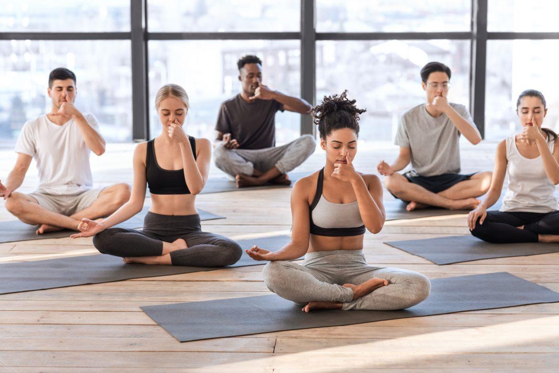 Pranajama - ćwiczenia oddechowe na zajęciach z jogi.